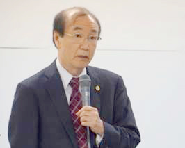 ご講演される棚橋孝雄先生